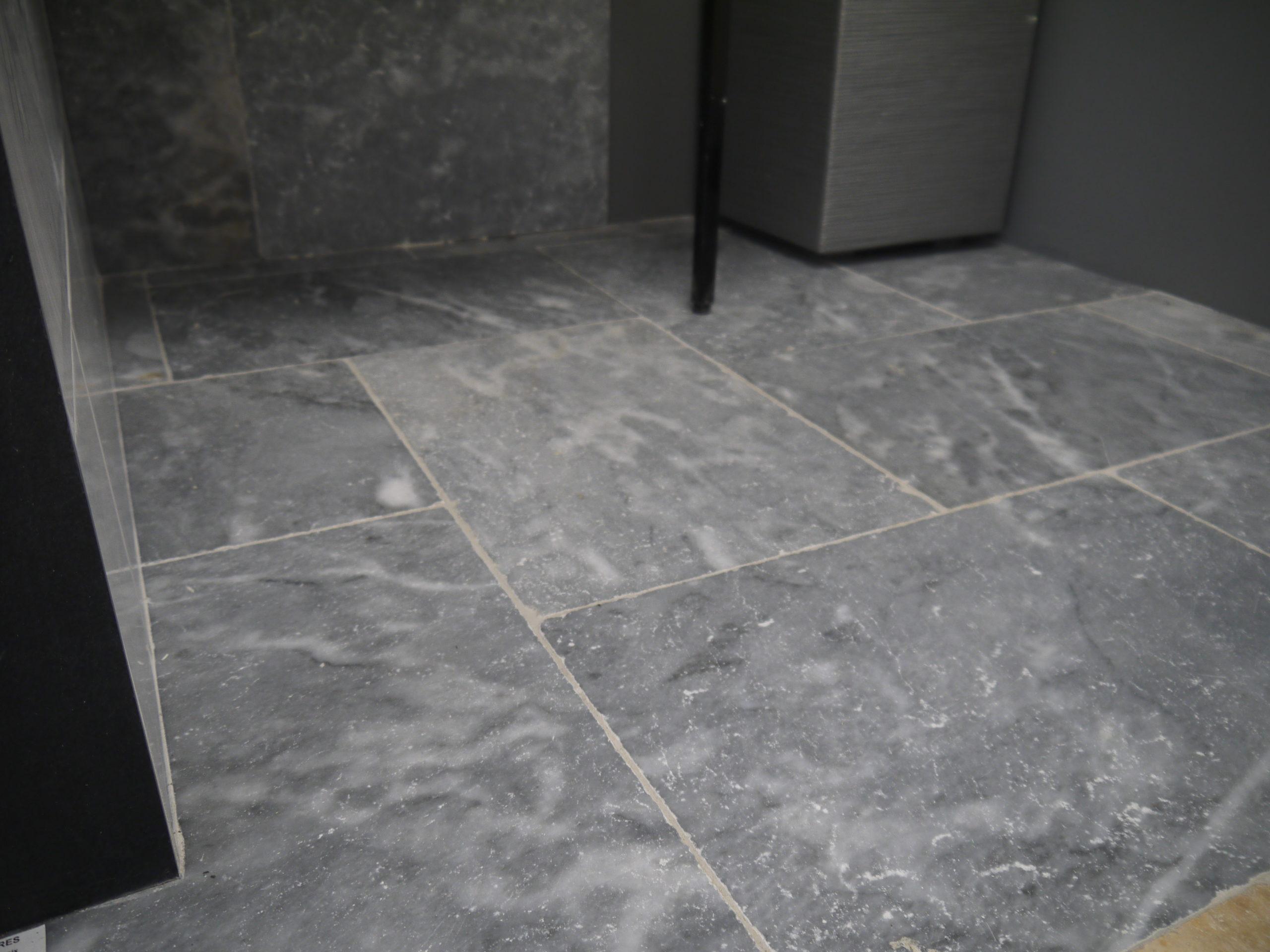 dalles en pierre naturelle, Travertin, 1er choix, gris bleu