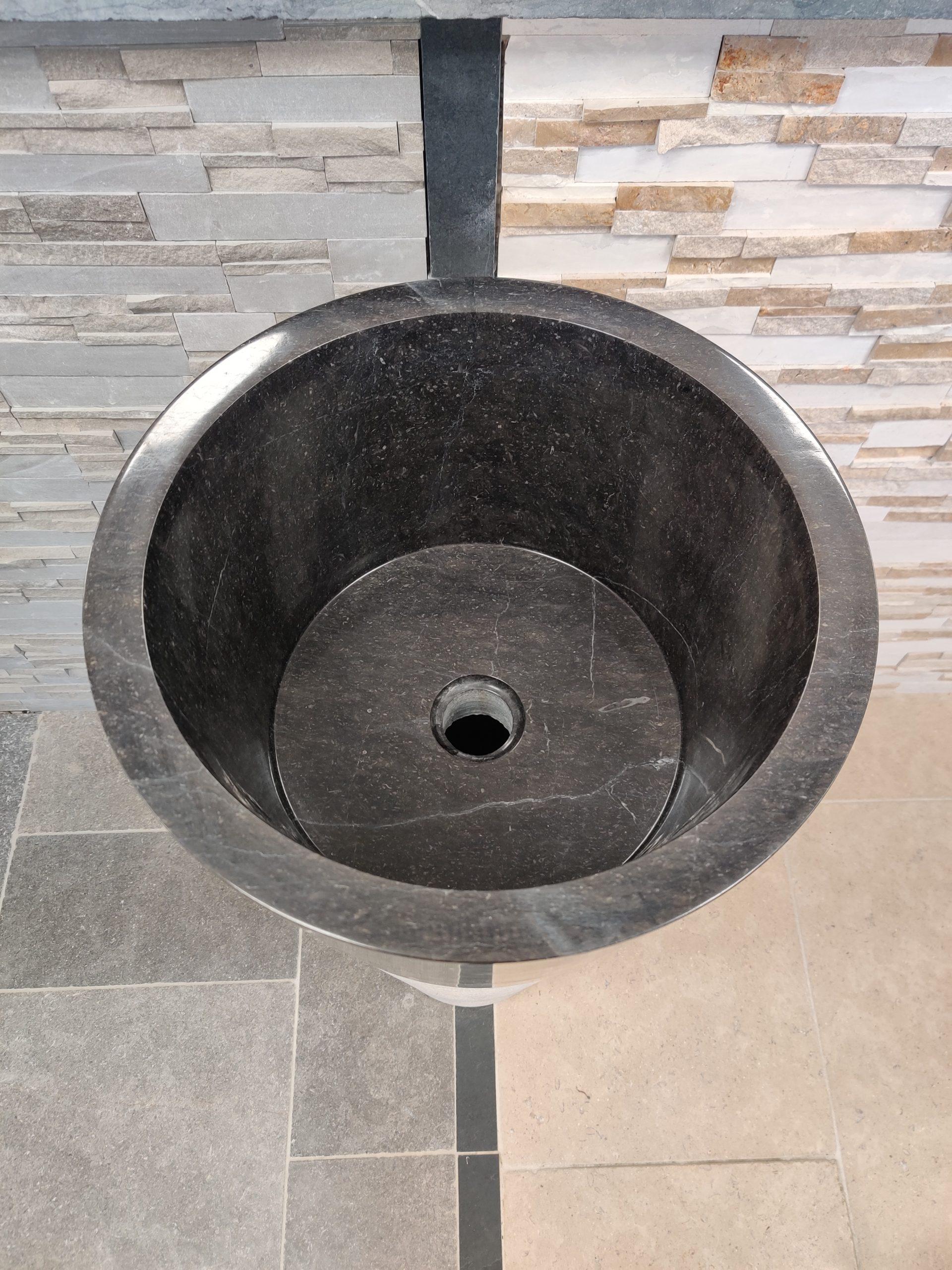 Vasque sur pied en pierre naturelle